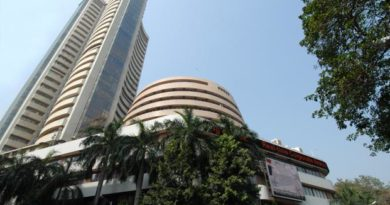 Sensex edges up as select blue-chips take spotlight